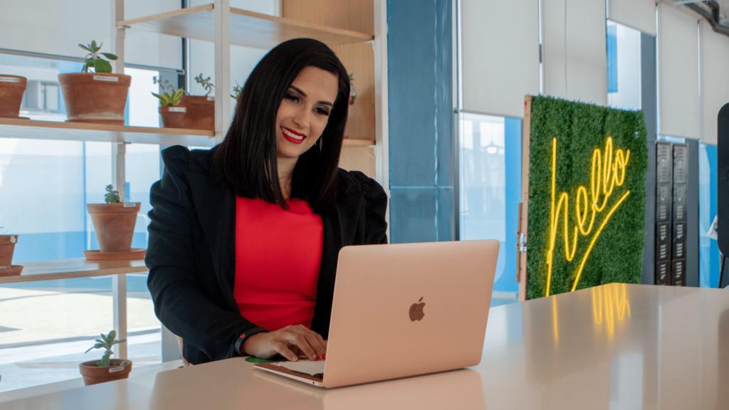 Muchas mujeres aún están limitadas a incursionar en la economía digital, de acuerdo con Bárbara de la Rosa.